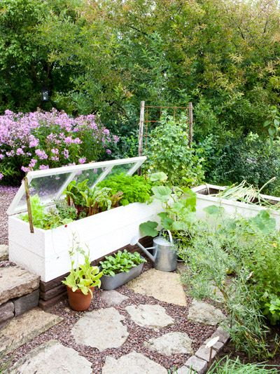 Cold frames made with windows.. I would love that cold frame.. looks easy enough to make... hmmm.. who can I get to make it for me????