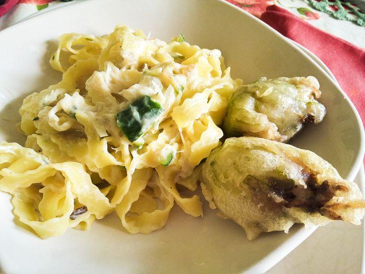 Su #kitchengirl.it un delicato e delizioso primo piatto di #pasta fresca e #verdure di #primavera accompagnato con #fioridizuccaripieni...correte sul blog! http://www.kitchengirl.it/bocconcini/reginette-con-crema-di-asparagi-zucchine-e-fiori-ripieni/ #reginette #tastasale #pastin #zucchine #asparagi #ricetta #cucina #amicincucina #lacucinaitaliana #cucinaitaliana #ricetteperpassione #pranzoitaliano #dolce_salato_italiano  #italianfoodbloggers #cucinoperamore
