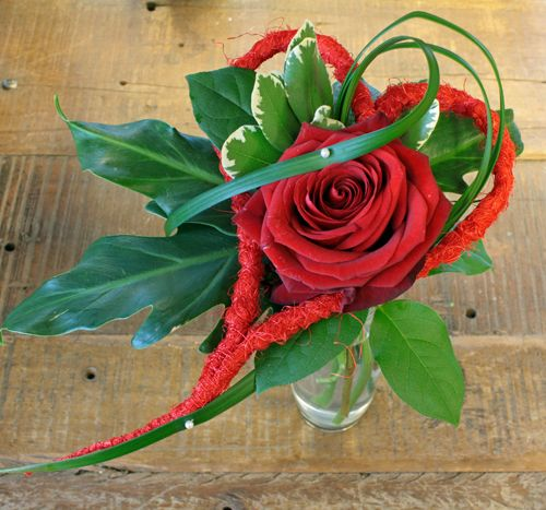 http://holmsundsblommor.blogspot.se/2014/02/alla-hjartans-dag-142.html Valentine´s day bouquet with rose Red Naomi