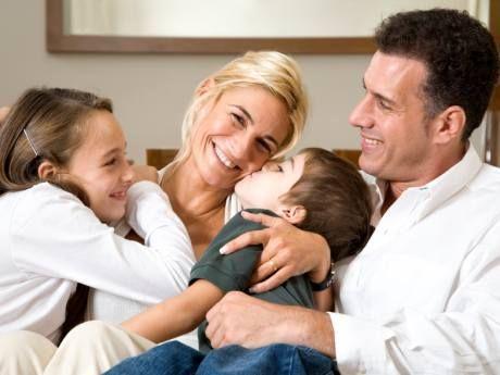 Melek gibi kadınlar tabiri genellikle aile hayatında hoşgörülü kadınlar için kullanılır. Melek gibi kadınlar melekler mekanından takılır. http://www.meleklermekani.com/portal adresi tamamen kadınlar için hazırlanmıştır.