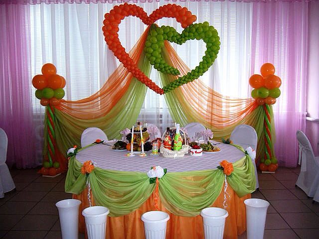 Источник интернет wedding backdrop, not balloons though for the hearts and swags