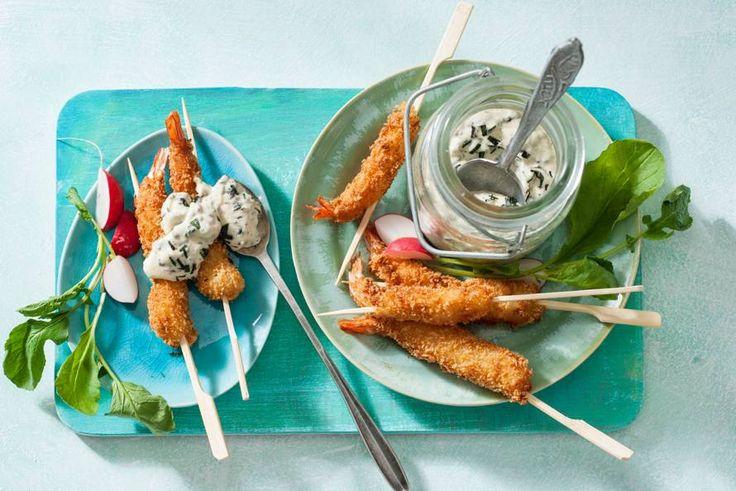 Zelfgemaakte mayo: daar kan geen potje tegenop. Zeker niet tegen deze versie, met pittige mierikswortel en – lekker – verkruimelde zeewierchips - Recept - Allerhande