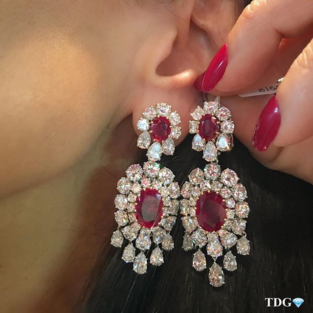 I DON'T WHERE I WILL WEAR THEM, BUT KNOW I WILL FIND SOMEWHERE!!! Saw these #VCA ruby earrings at @vintagesignedjewels booth at the Palm Beach Jewelry Show and so many of you commented when I posted them on my story that I thought it would be good to share them in a post! Enjoy!!! ❤️❤️❤️❤️❤️❤️❤️❤️❤️❤️❤️❤️❤️❤️❤️❤️❤️❤️❤️❤️❤️