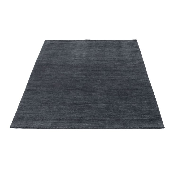 The Sherpa 2 rug by Bolia comes in a gorgeous charcoal colour, and is the perfect compliment to a minimalist interior. Designed by Bolia Design Team, this rug is made of 100% wool.