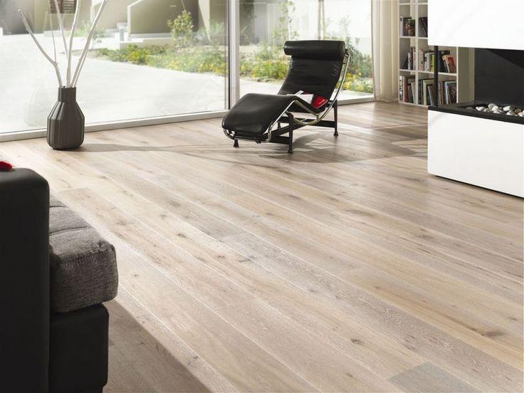 Lamett COUNTRY Smoked Lamett COUNTRY je řada dubových dřevěných podlahovin, která má silně rustikální třídění ( DE ) obsahující suky a drobné trhlinky. Prkna jsou olejovaná a kartáčovaná. Lamely s nášlapnou vrstvou 3,5 mm mají podélné ( dvoustranné ) mikrofáze a délky od 600 do 1860 mm. Podlahy této kolekce jsou vhodné pro podlahové vytápění. https://podlahove-studio.com/165-country