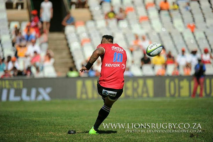 Jantjies kick at goal - what a photo! #LeyaTheLion #Lions4Life #Liontainment #EmiratesLions #SuperRugby #BeThere