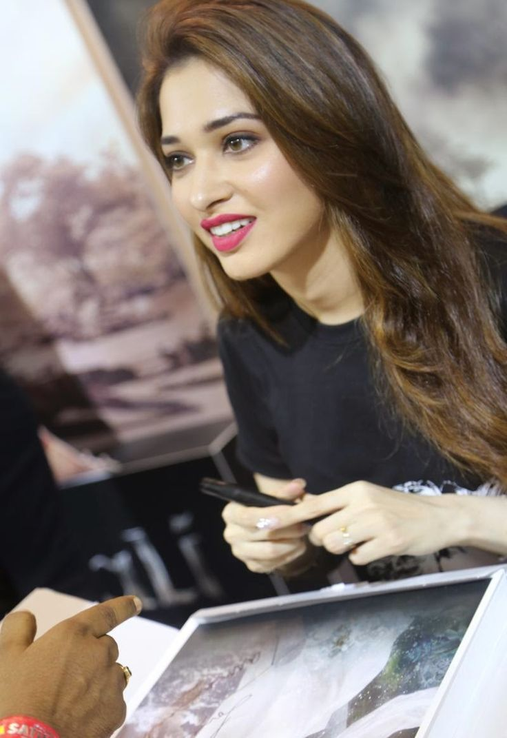 High Quality Bollywood Celebrity Pictures: Milky White Beauty Tamanna Bhatia Looks Super Sexy As She Promotes Upcoming Telugu Film 'Baahubali' At Comic Con 2015 In Bangalore