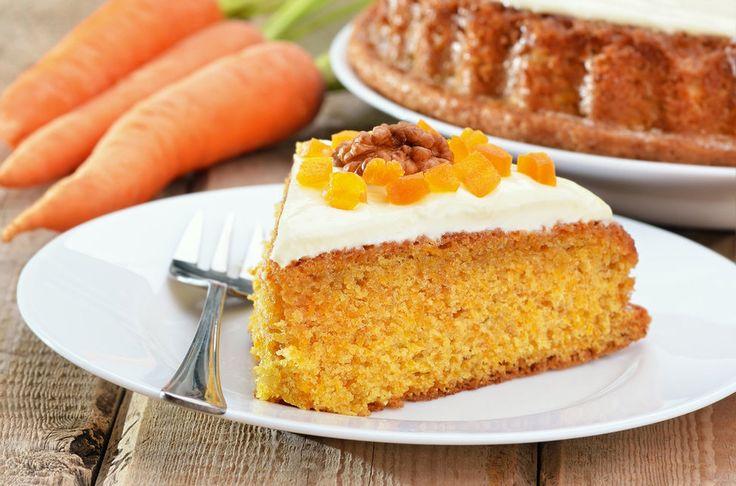 HAVUÇLU KEK TARİFİ  Havuçlu kek hepimizin bildiği, sıklıkla yaptığı ve fenomen olmuş kekler arasındadır.  Bugün neredeyse her aşçının kendine has bir havuçlu kek spesiyal tarifi olduğu gibi, ev hanımlarının da bu konudaki birbirleriyle yarışan tarifleri efsanedir.