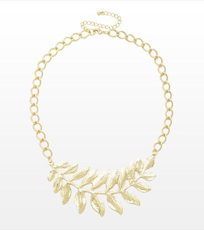 Make a statement this spring season with this leaf necklace!