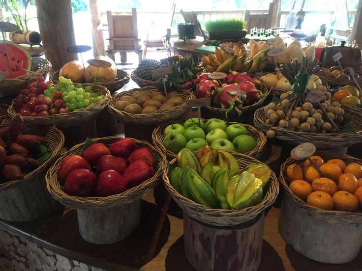朝ご飯のフルーツビュッフェ。新鮮なとれたれフルーツが並びます。見たことがないフルーツもたくさんあって楽しくて仕方ありません♡
