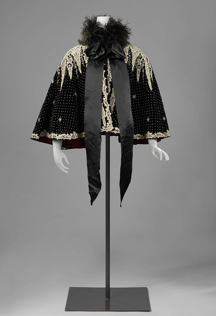 1900, the Netherlands - Cape - Silk, ostrich feathers, silk velvet