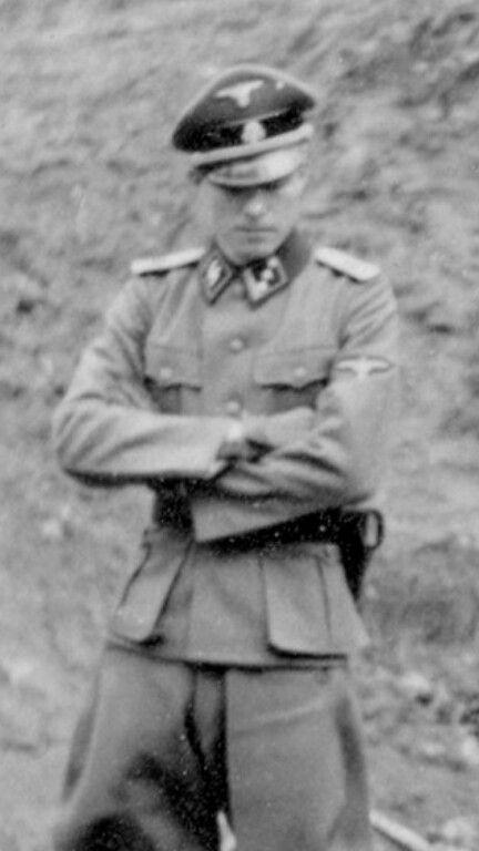 a biography of paul joseph goebbles Paul joseph goebbels (pronunție [ pron gö-bls] ) (29 octombrie 1897 - 1 mai 1945) a fost un politician german și ministrul propagandei publice în timpul regimului nazist din anul 1933 până în 1945.
