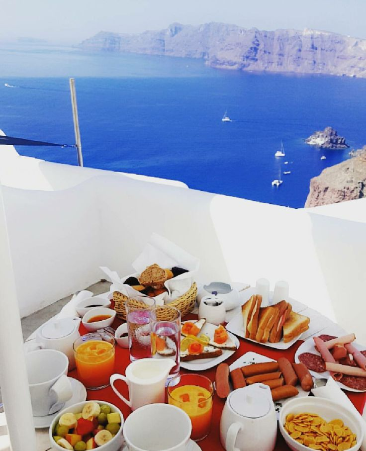 If only every morning could start with a breakfast along with this view. Well here we do.