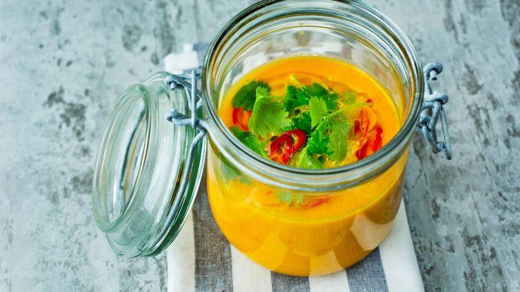 Denne suppen er rik på smak og har en nydelig farge. Kan serveres god og varm en kjølig vinterkveld, eller iskald på en varm sommerdag.