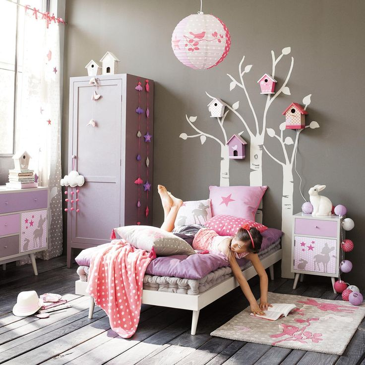 This has some of the ideas I want to use for the girls' bedroom - trees, birdboxes, clouds and raindrops