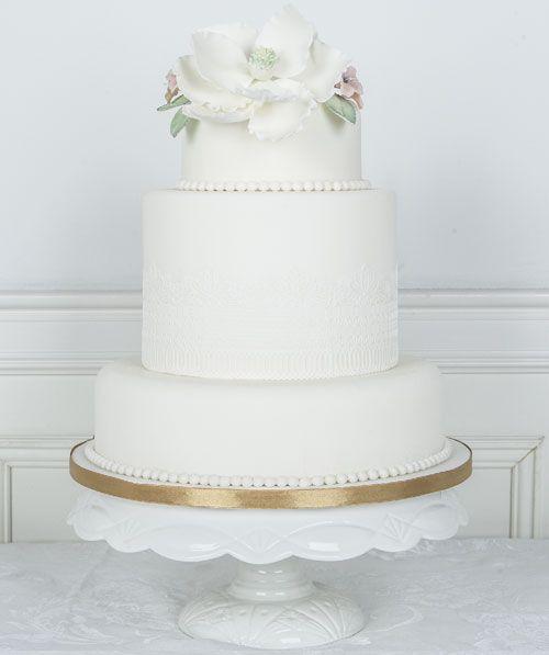 Lace and Magnolia #Bryllupskake #CakesbyHancock #Bryllup