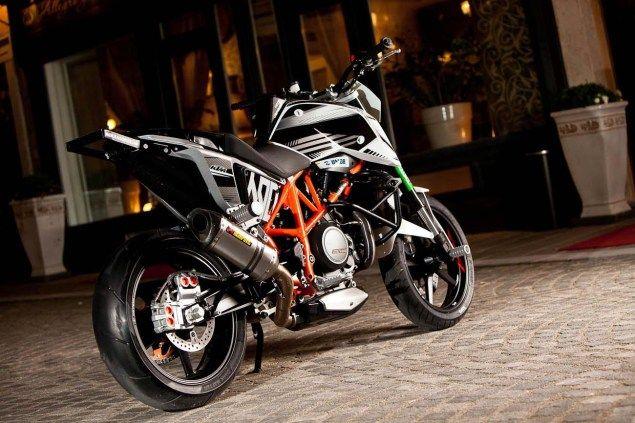 KTM DUKE 690 stunt bike