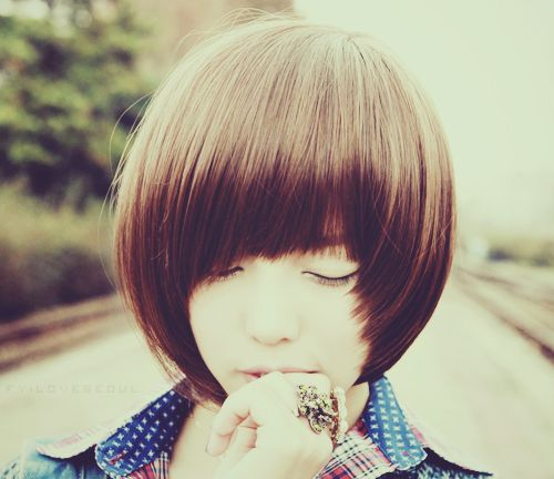 love this round bob with square face framing fringe.