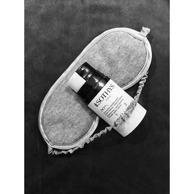 Diese luxuriöse Schlafmaske aus Kaschmir garantiert Ihnen eine ungestörte und erholsame Nachtruhe. [W.]+Kombiserum - Cosmeceutical Intensivpflege speziell gegen Pigmentflecken: • optimiert die Zellerneuerung • reduziert die Malaninbildung • beschränkt den Malanintransfer • regelt das Gleichgewicht zwischen Lichtstreuung + Lichtreflexion • schenkt der Haut neue Ausstrahlung. #BeautyAndStyleHamburg #Klosterstern #Eppendorf #Hamburg #040 #Beauty #BeautyBlog #BeautyBlogger #Sothys #Cosmeceutical