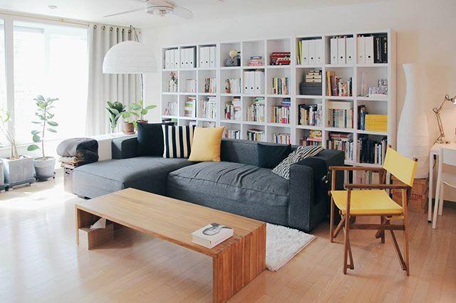 @studioym 님이 직접 디자인한 신혼집의 2번째 공간, 북카페 거실 . . 집꾸미기 앱에 소개된 인테리어입니다! . [제품정보]…