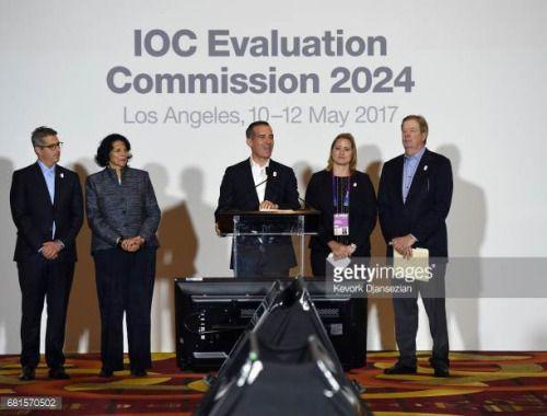 05-10 LOS ANGELES, CA - MAY 10: Los Angeles Mayor Eric Garcetti... #ventasdepoyo: 05-10 LOS ANGELES, CA - MAY 10: Los… #ventasdepoyo