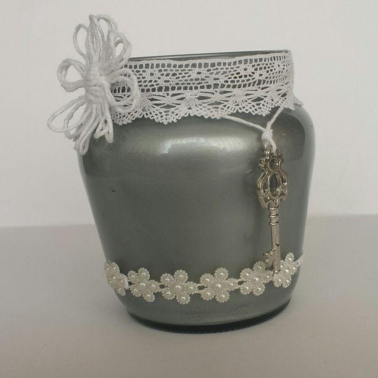 Frasco pintado en plata, flor de cuerda