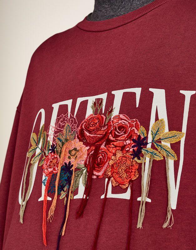 Püsküllü çiçek işlemeli t-shirt - Sweatshirtler - Giyim - Kadın - PULL&BEAR Türkiye