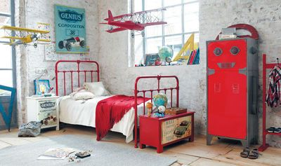 Very nice boys room!