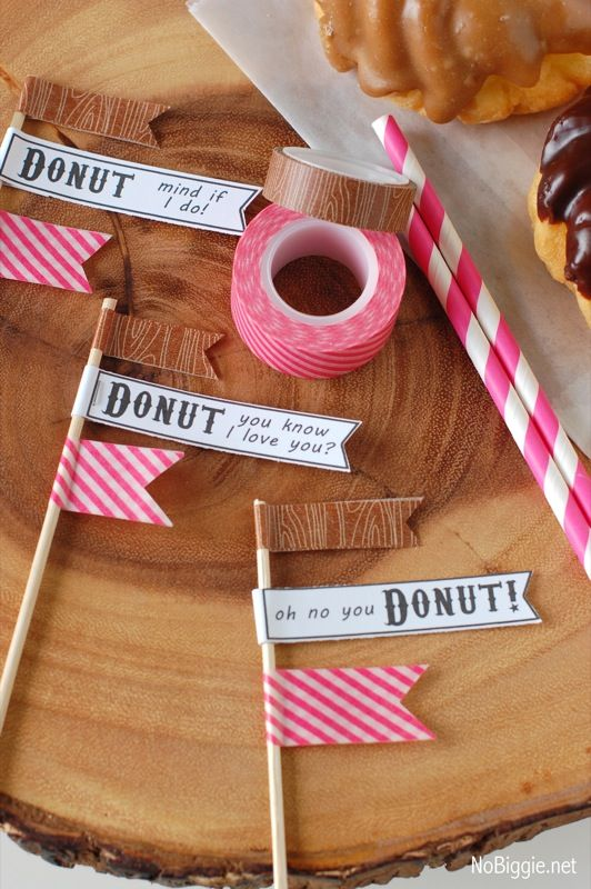 It's a Donut Party! (free printables) | NoBiggie Great use of washi tape  Use idea for straws at wedding & flag to say 'E'