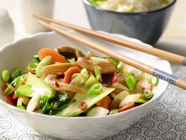 Varkensvlees met groenten uit de wok - Libelle Lekker!
