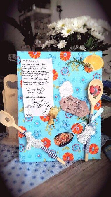 Geschenkidee für die Mama!<3 Keilrahmen mit Stoff überziehen und mit Elementen und Kräutern bekleben.Hier ist es ein Gutschein für einen Kochkurs und später eine hübsche Pinnwand.Ein Unikat.Probiert es aus!Nicht teuer und mit viel Liebe gemacht.:)
