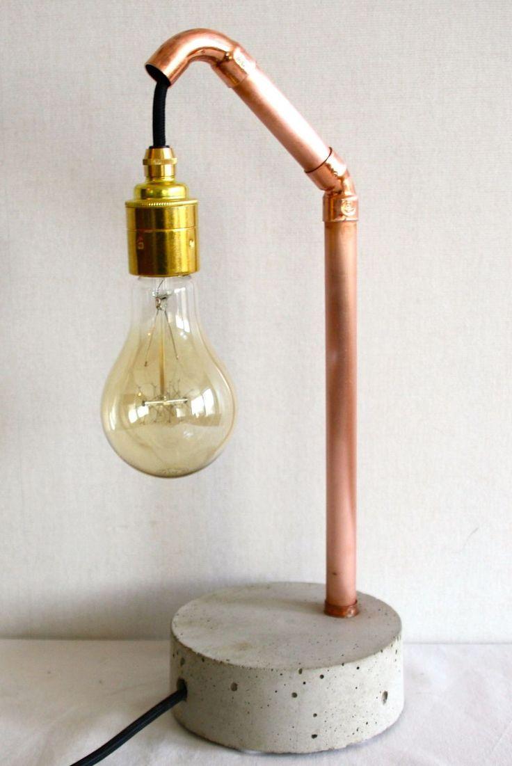 Lampa av koppar och betong