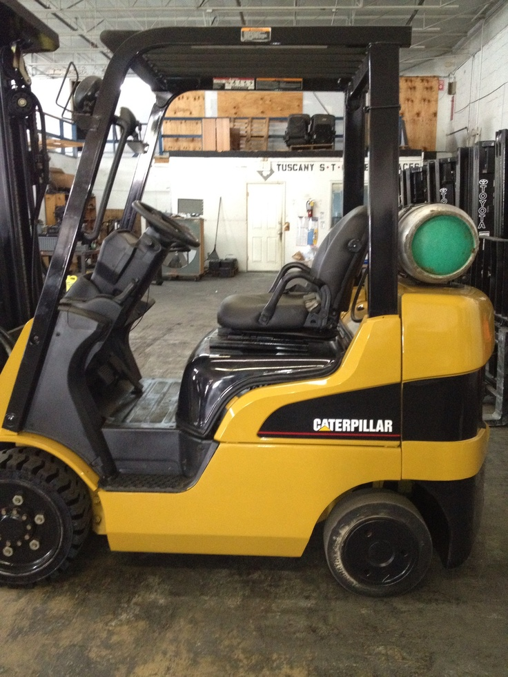Forklift for sale in Miami 2007 Caterpillar model C5000 triple stage mast $11,900