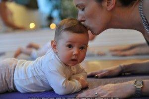 ejercicios de estimulación temprana para tu bebé de 8 meses de edad, para que lo ayudes en su desarrollo. Estos los puedes hacer con tu bebé de 7 a 10 veces