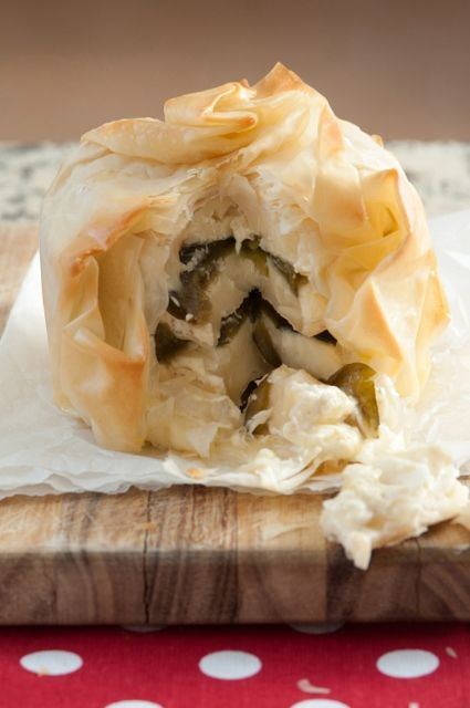 Camembert, ingelegte vye -en filodeegpakkie