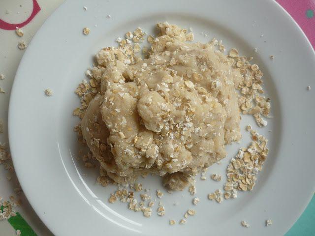 Porridge Oats Playdough! to go with Goldilocks and the 3 Bears