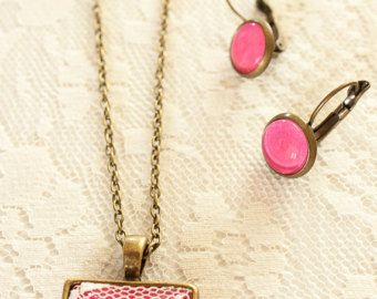 Set of Lace Square Bronze Glass Hot Pink Pendant with Cream Rose and Hot Pink Earrings