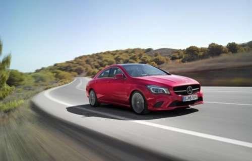 2015 Mercedes CLA предложит ряд новых опций. Все еще относительно новая модель Mercedes CLA получила обновление 2015 модельного года. Дизайн остался на 100% прежним, хотя в опциях появились новые 19-дюймовые легкосплавные диски, да и салон теперь предлагает 12 цветов освещения. Нов