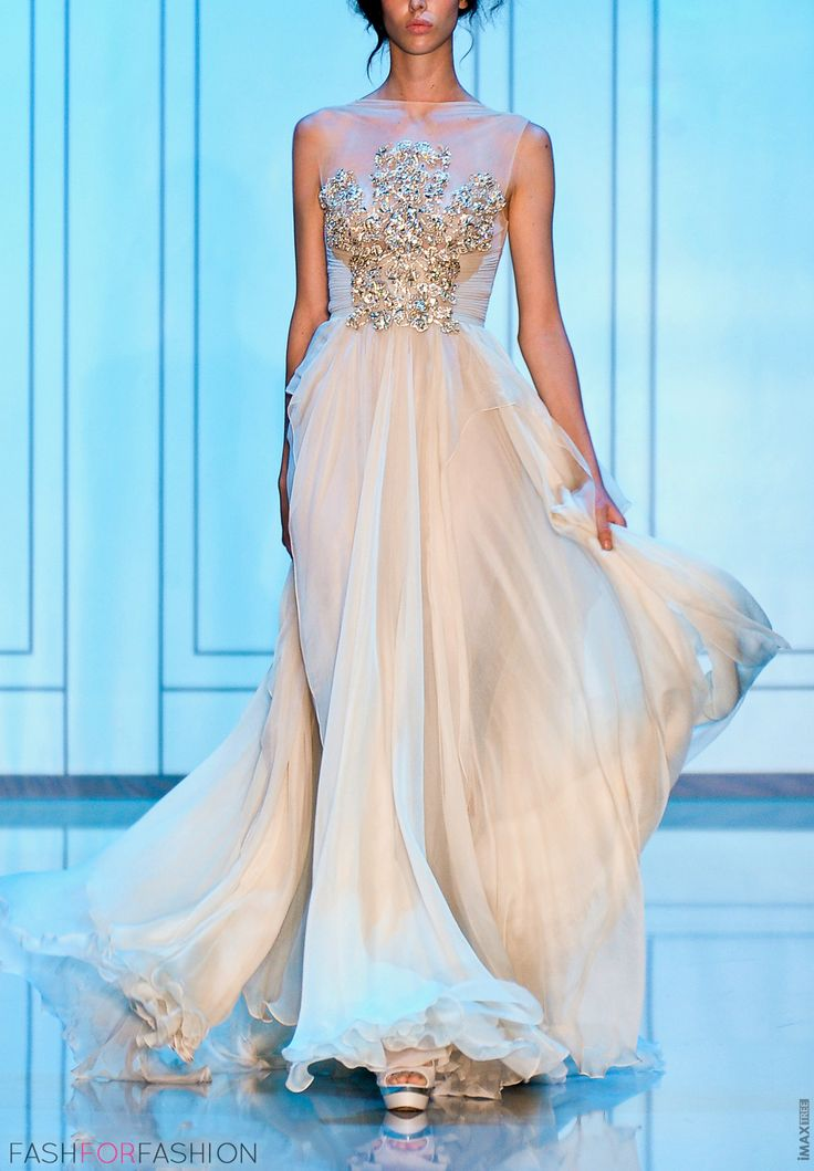 Elie Saab. Whoah mama this is gorgeous