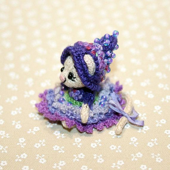 Lavender Mouse knitted miniature dollhouse miniature