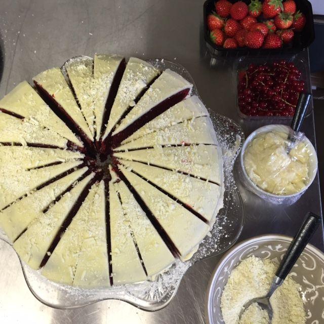 red velvet cake van De Dorpswinkel van Ruth