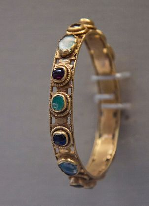 Roman gold bracelet, with semi precious stones, ca. 4th century A.D.