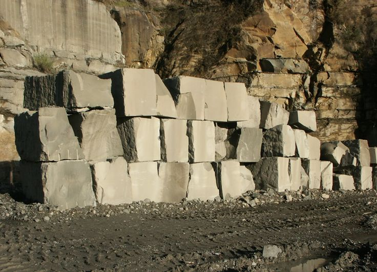 La Frosini Pietre è un'azienda del settore lapideo che dal 1983 estrae e lavora, principalmente, il Macigno, tradizionalmente noto come Pietra Serena, dalla storica cava di Caprolo tra le colline di Greve in Chianti.  www.madeintuscany.it/site/dt_portfolio/frosini-pietre-firenze  #madeintuscany #madeinitaly #design #arredamenti #casa #scale #camini #pavimenti #pietraserena #marmo