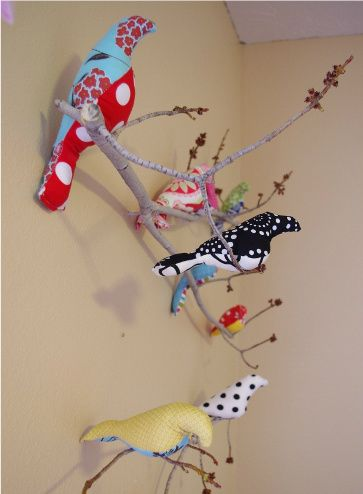 Sew Your Own Fabric Birds from Beehive and Birdsnest.  I adore this!