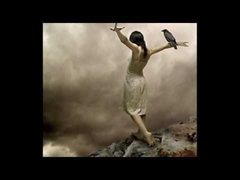 Ερωτικο - Ελευθερια Αρβανιτακη Καημός αλήθεια να περνώ του έρωτα πάλι το στενό ώσπου να πέσει η σκοτεινιά μια μέρα του θανάτου.