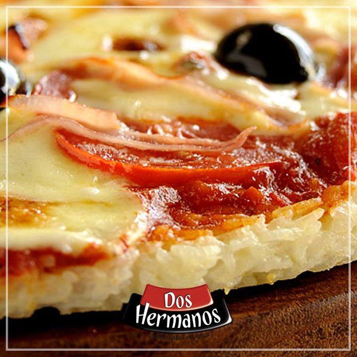 #Pizza de #Arroz  Ingredientes • ½ kg de arroz Doble Carolina Arroz Dos Hermanos • 2 huevos • 1 taza de harina • 200gr de jamón • 150gr de queso de sándwich • 150gr de mozarela • 1 lata de pulpa de tomate • sal y pimienta a gusto
