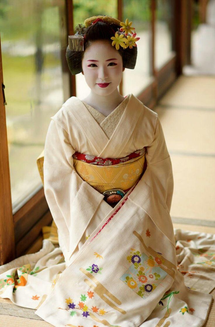 Maiko. Kimihiro. #japan #kyoto #geisha #maiko #geiko #kimono #culture