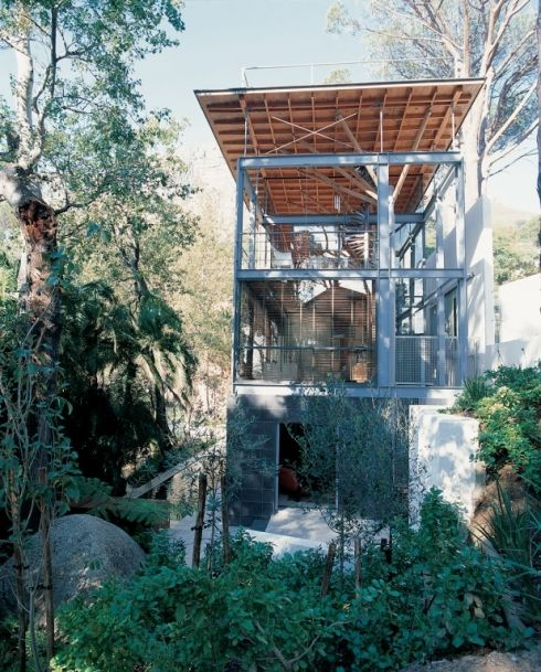 Summer folly in Cape Town by South African architects Van der Merwe Miszewski