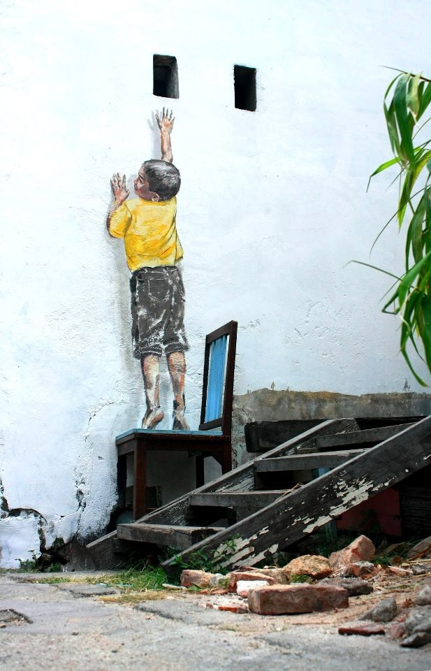 street art by Ernest Zacharevic in Penang, Malaysia http://restreet.altervista.org/ernest-zacharevic-street-artist-che-unisce-reale-e-irreale/