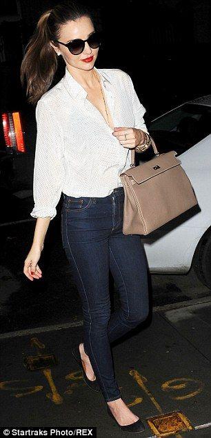 Miranda Kerr's casual classic street style: a white shirt, skinny jeans, and a Hermes bag. Via @sjs2015. #MirandaKerr #whiteshirt
